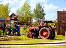 Erlebnis-Dorf Karls- Traktorbahn